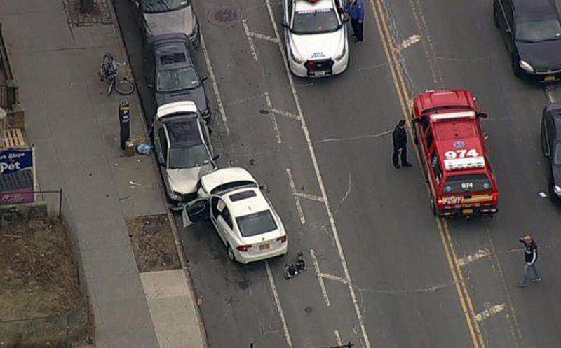 2 niños mueren por embestida de un auto en Brooklyn