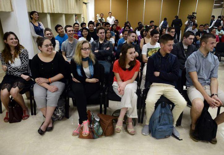 Los jóvenes franceses estarán tres semanas en Yucatán.  En mayo, le corresponderá el turno a yucatecos de viajar a ese país. (Milenio Novedades)