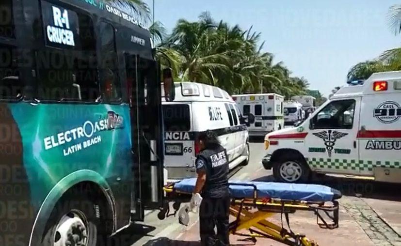 Paramédicos se trasladaron a la zona para atender a los lesionados. (Eric Galindo/ SIPSE)