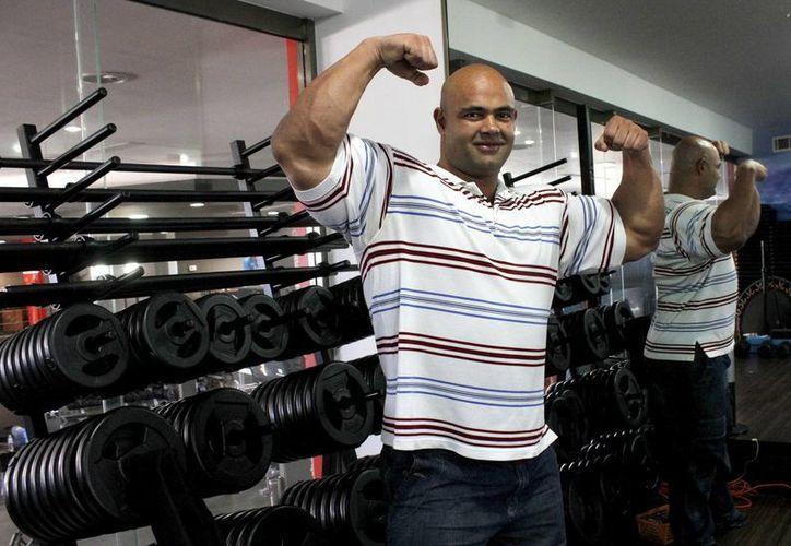 Elías Gutiérrez Valasis, busca marcar un récord pesando 130 kilos en la competencia. (Francisco Gálvez/SIPSE)