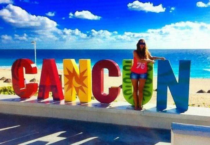 En playa Delfines te puedes tomar la selfie en el parador fotográfico de Cancún. (Redacción/Sipse)