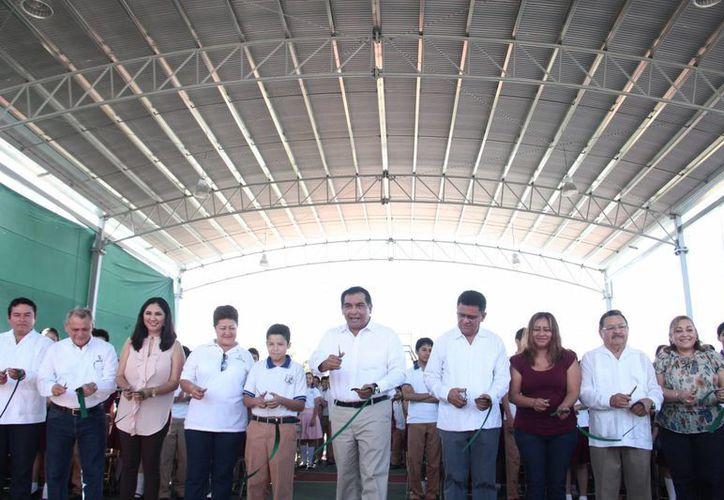 """Entrega de obras en la secundaria """"Lázaro Cárdenas, del fraccionamiento Las Américas. (Fotos cortesía del Gobierno)"""