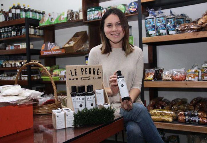 Fernanda Marín Ruíz creó  Le Perré, una firma de jabones y shampoos artesanales para perros basados en ingredientes naturales de la región, libres de químicos. (Jorge Acosta/SIPSE)
