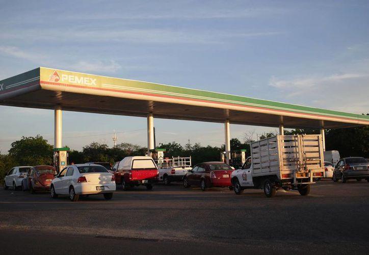 El aumento al precio de la gasolina en el país ha generado descontento en la población. (Archivo/Notimex)