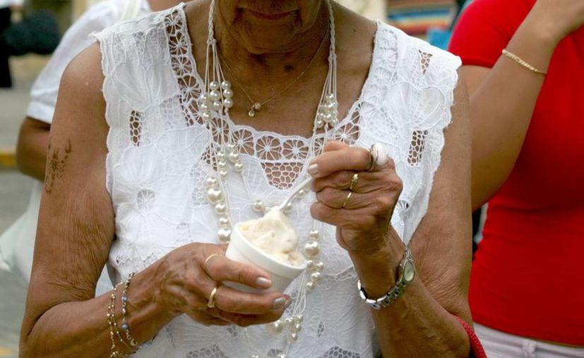 Los pacientes reumáticos no deben consumir 'productos milagro', asegura un especialista. (Milenio Novedades)
