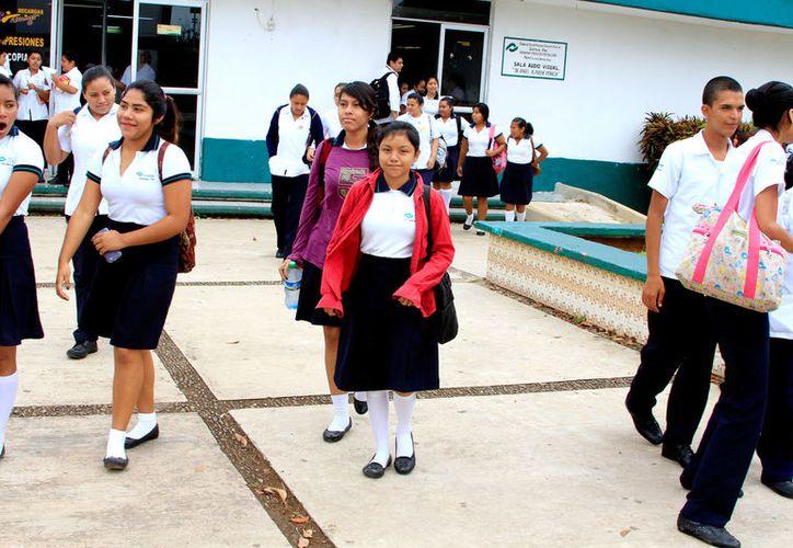 5 mil alumnos aproximadamente de segundo y cuarto semestre están siendo sujetos a pruebas de tamizaje.