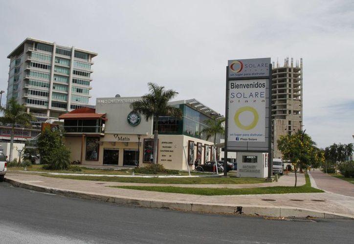 Diversos casos se han dado a conocer sobre presuntas extorsiones en la plaza Solare. (Tomás Álvarez/SIPSE)