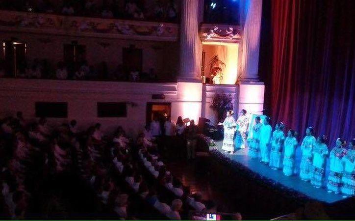 Inauguración oficial del FicMaya en el teatro José Peón Contreras. (Fotos tomadas de FacebooK)