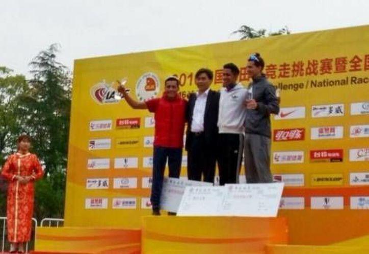 Los marchistas mexicanos Pedro Daniel Gómez y Ever Palma se colocaron en el podio en la prueba de los 20 kilómetros del Challenge de Taicang, China. (Twitter: @jocelinflores)