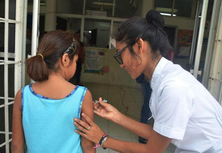 Se invita a los padres de familia a llevar a sus hijos para que reciban la inmunización que requieran. (Joel Zamora/SIPSE)