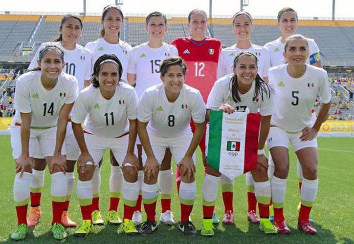 La selección femenil tuvo un amargo debut en los Panamericanos al perder por la mínima diferencia contra su similar de Colombia. (Femexfut)