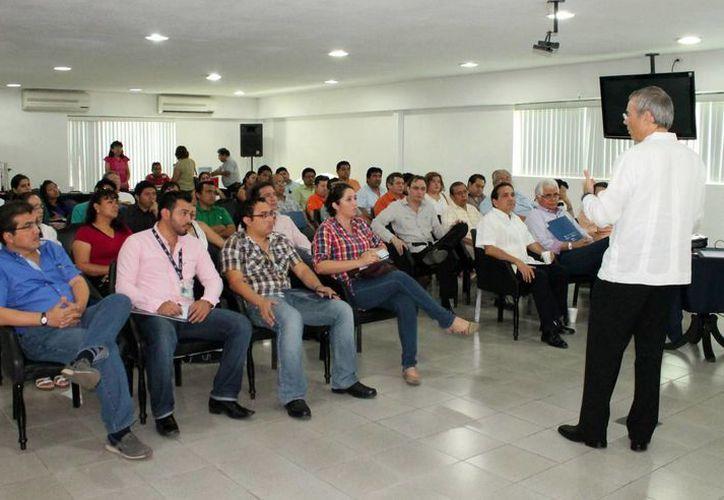 Continúan las pláticas para orientar a los empresarios sobre la reforma. (Milenio Novedades)