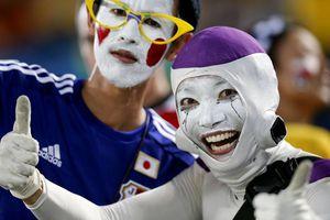 Grecia y Japón, el espectáculo estuvo en la tribuna