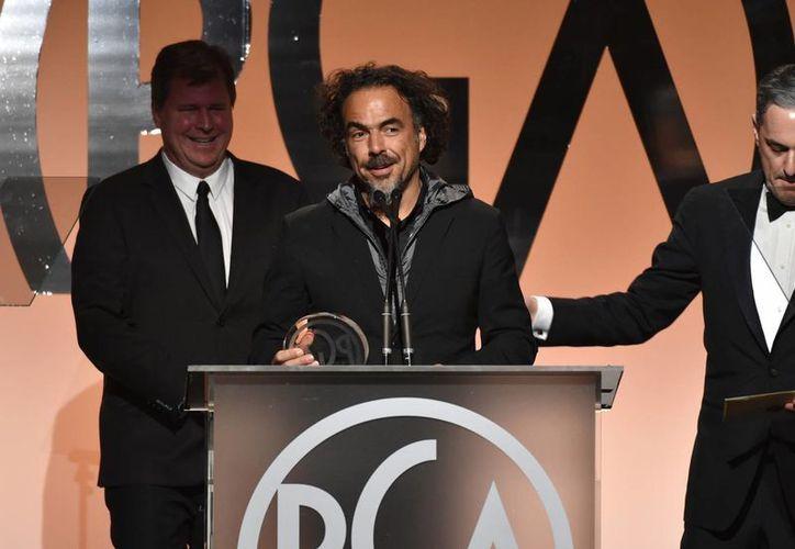 El director de Birdman, el mexicano Alejandro González Inárritu, agradece el Premio SAG al mejor elenco que conquistó la película que protagoniza Michael Keaton. (AP)