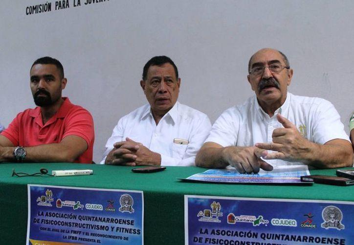 Alfredo Muñoz, Francisco Cabezas y Sebastián Muñoz, organizadores, confían en la participación de cien competidores. (Raúl Caballero/SIPSE)