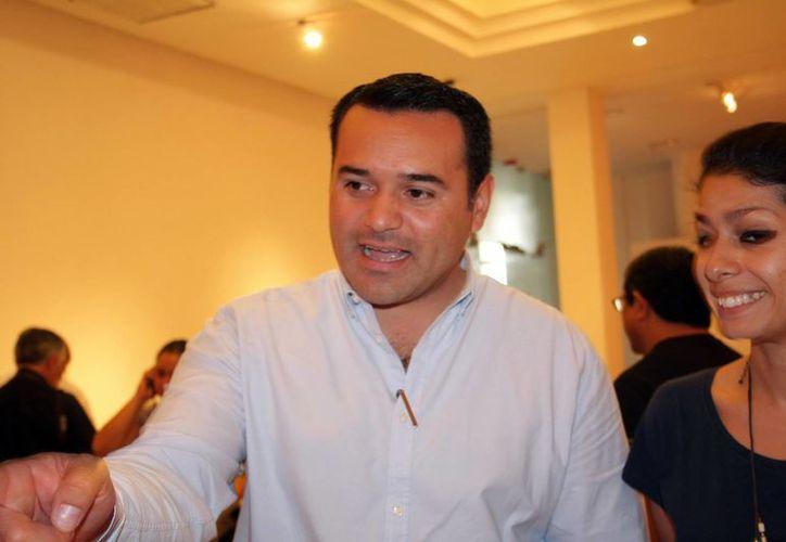 Renán Barrera también visitó al cónsul de México. (SIPSE)