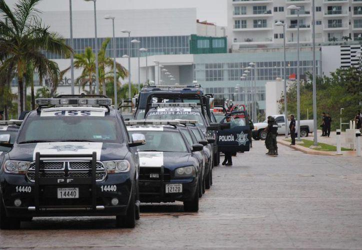 Las autoridades dieron salida a las unidades de la Policía Federal, Municipal, Estatal, Cruz Roja, Ángeles Verdes. (Eric Galindo/SIPSE)