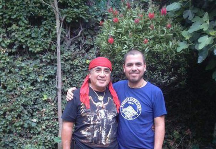 Eduardo Chenandoa Ramírez Santiso  se reunió con su padre el día de ayer, luego de vivir el terremoto en Nepal. (Cortesía)