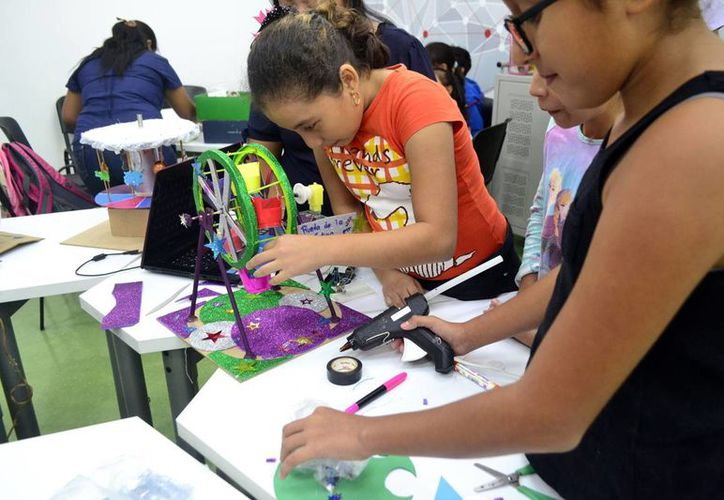 En los talleres participan mujeres de diversas edades. (Daniel Sandoval)