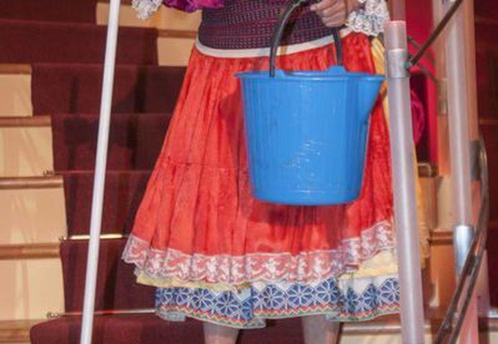 María Elena Velasco caracterizada como su popular personaje 'La India María'. (AP)