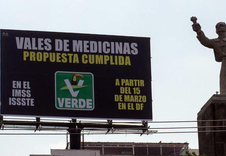 El PAN señala que en los estados de Guanajuato, Michoacán y Campeche, entre otros, se contabilizó el mayor número de espectaculares del PRI y el PVEM. (Archivo/Excélsior)