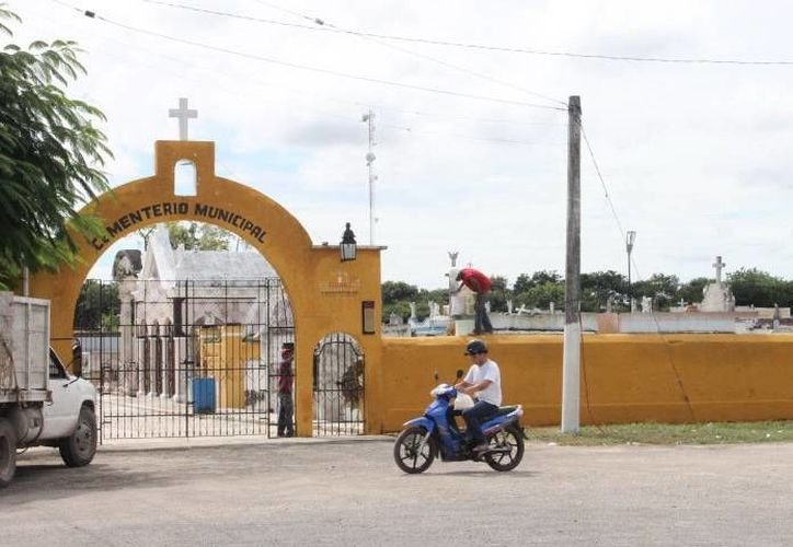 Los trabajos de mantenimiento en el cementerio son constantes, de acuerdo a habitantes. (SIPSE)