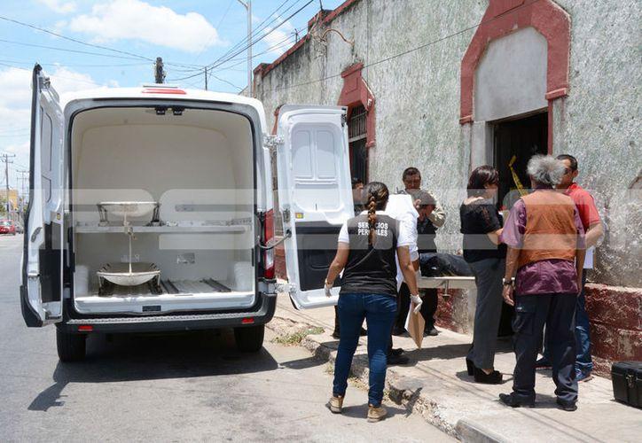 La Fiscalía General del Estado se encargó de levantar el cuerpo del infortunado. (Victoria González/ SIPSE)