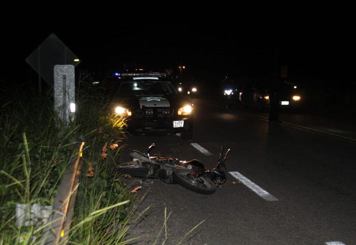 El conductor perdió el control y se impactó contra el muro de contención. (Redacción/SIPSE)