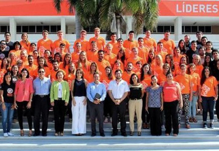 Imagen de la bienvenida de los estudiantes de intercambio en el campus de la Universidad Anáhuac Mayab. (Milenio Novedades)