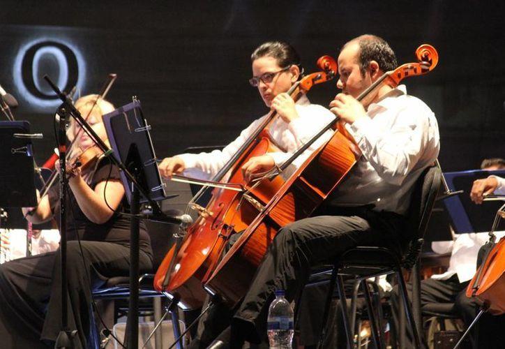La Orquesta Sinfónica de Quintana Roo abrirá su temporada 2015 en el poliforum de la Unidad Deportiva de Playa del Carmen. (Octavio Martínez/SIPSE)