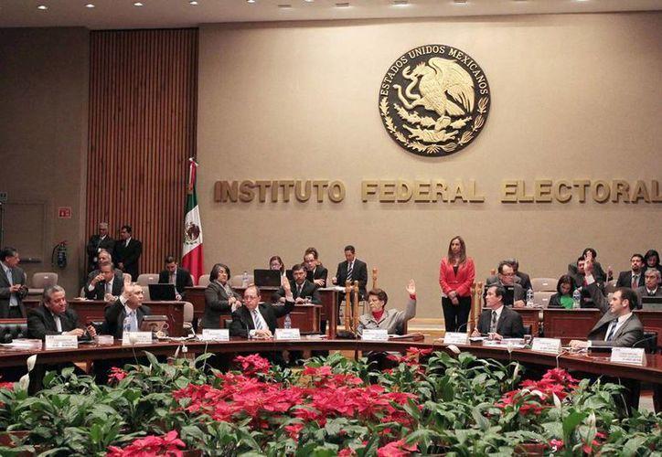 """Luego de más de un año y medio de investigación, el IFE concluyó que a los ciudadanos que recibieron la tarjeta """"Aprecio por ti"""" de Soriana, no se les solicitó sufragar a favor del PRI o de otro partido. (Notimex)"""