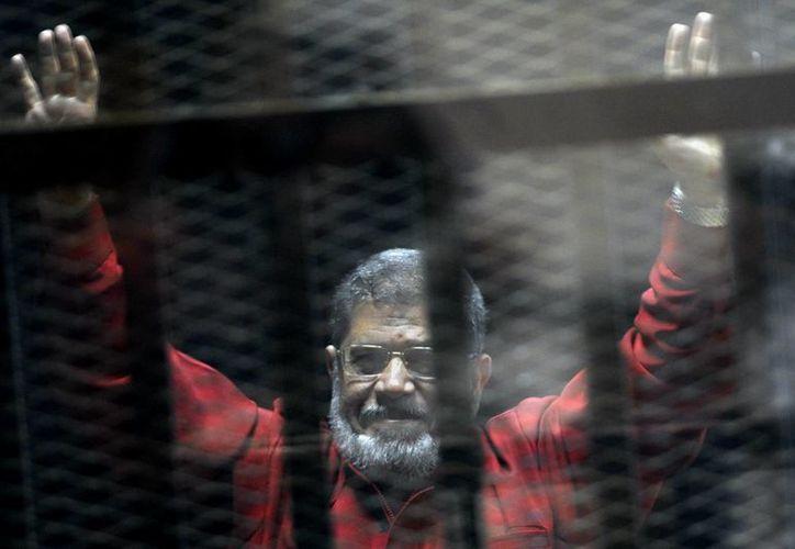 Mohammed Morsi ha enfrentado varios casos judiciales con distintos cargos. (AP/Ahmed Omar)