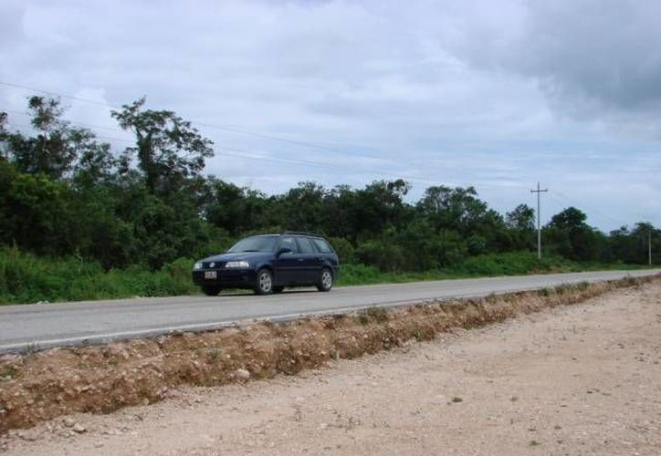 Exigen al presidente municipal, Sebastián Uc Yam, un plazo fijo y serio para la construcción del camino que ha quedado inservible. (Manuel Salazar/SIPSE)