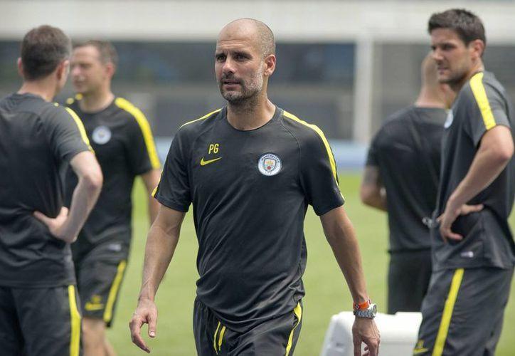 Pep Guardiola será el técnico debutante en la Liga Premier de Inglaterra. El entrenador español buscará el título junto al Manchester City.(AP)