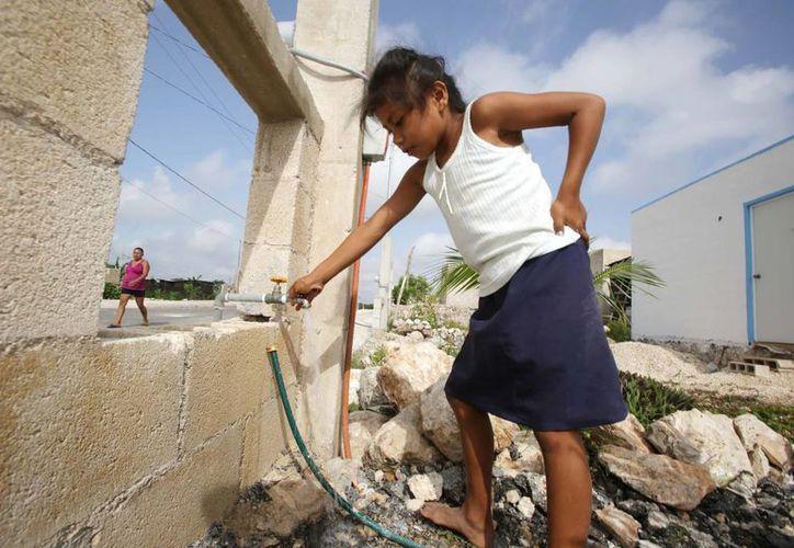 Ahora las familias de la colonia Emiliano Zapata Sur III ya tienen mejor red de agua potable. (SIPSE)