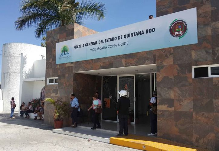 Las autoridades de la Fiscalía General del Estado entregaron el cuerpo a los familiares. (Jesús Tijerina/SIPSE)