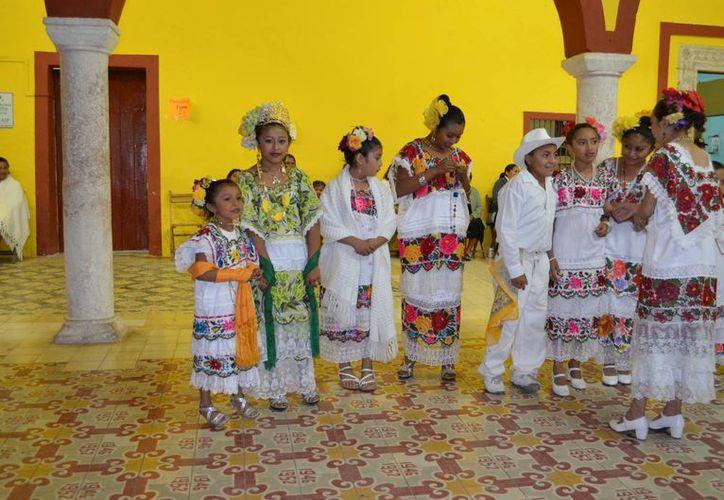 A diferencia de las manifestaciones culturales del pueblo maya, que se mantienen vigentes, la lengua se va perdiendo poco a poco. (SIPSE)