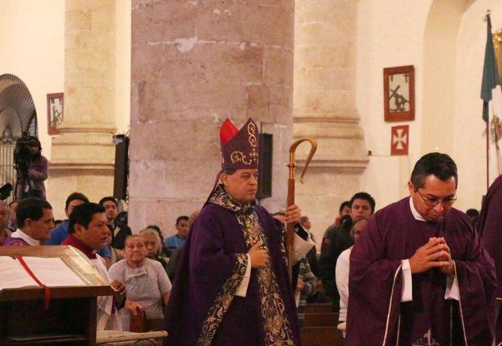 El Arzobispo de Yucatán, Gustavo Rodríguez Vega, hizo un llamado a que muchos católicos se sumen a obras de voluntariado social.  (Archivo/SIPSE)