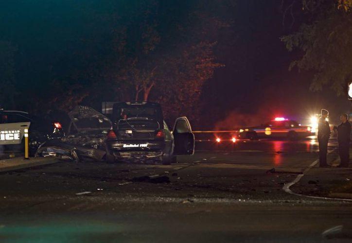 La policía investiga la escena de una colisión entre el coche y la patrulla en Upper Arlington, Ohio. (Agencias)