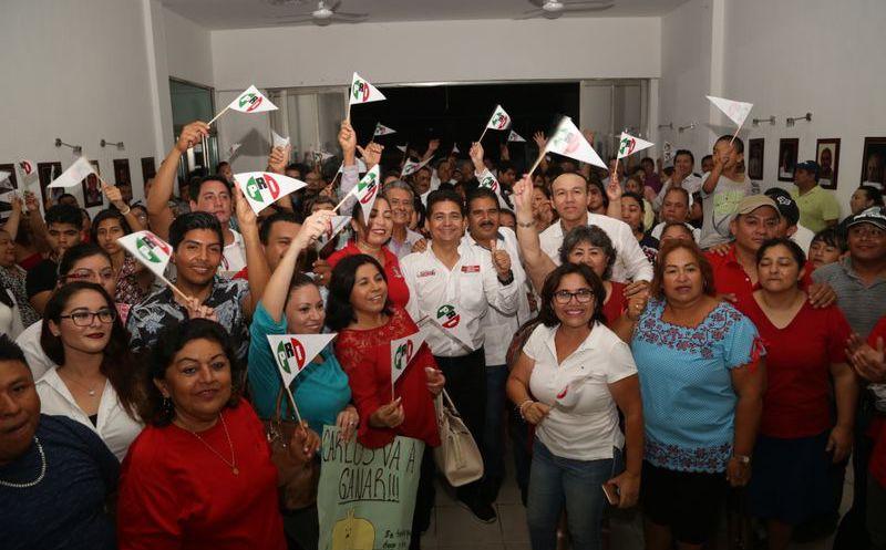 Hernández Blanco inició la campaña electoral en las instalaciones del Partido Revolucionario Institucional. (Redacción/SIPSE)