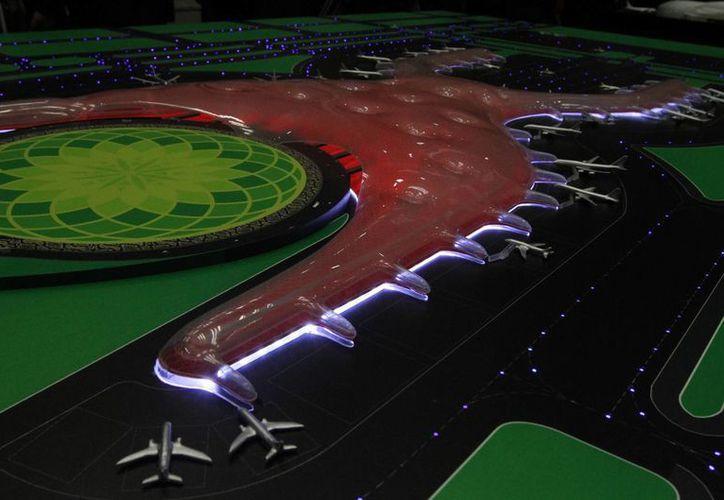 La Sectur preparará un plan de turismo para las poblaciones cercanas a la nueva terminal aérea, cuya maqueta aparece en la imagen. (Archivo/Notimex)