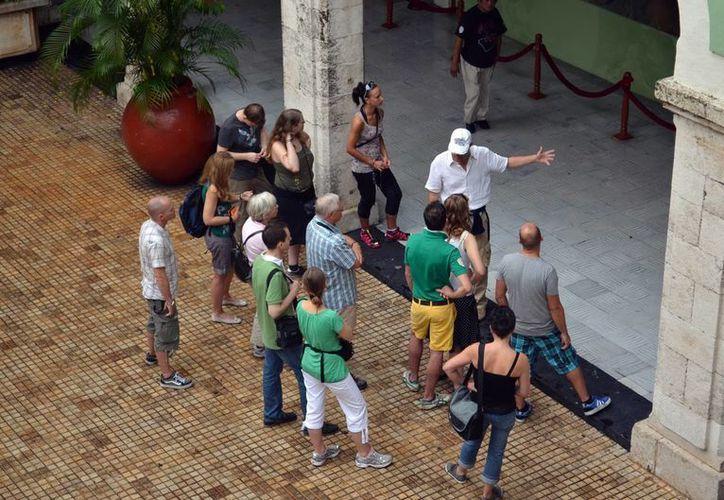 Guías de turistas deben ofrecer el mejor servicio a los visitantes. (Milenio Novedades)