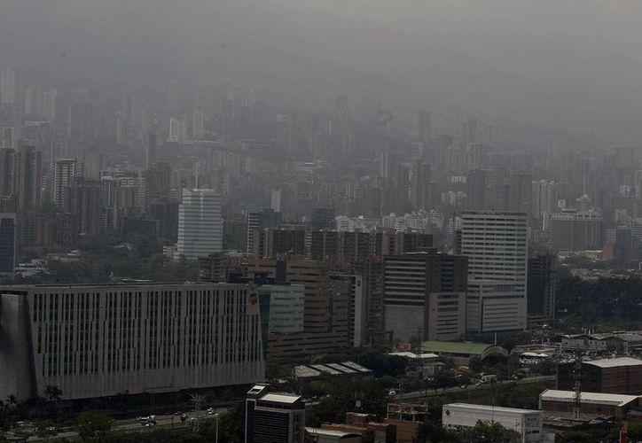 Vista panorámica, el viernes 1 de abril de 2016, de Medellín, Colombia, donde las autoridades decretaron emergencia por la alta contaminación ambiental. (EFE)