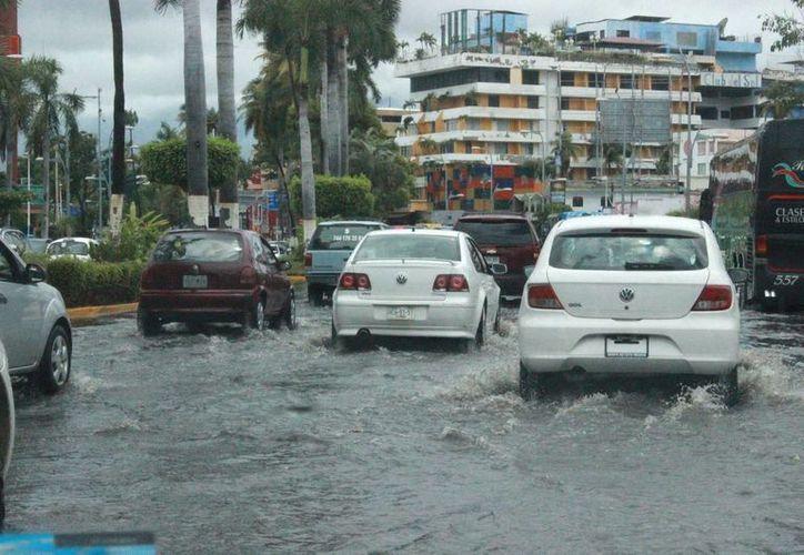 Debido a que es posible que la tormenta tropical Carlos se convierta en huracán este sábado por la tarse, se mantiene la zona de vigilancia y prevención desde Acapulco (foto) hasta Punta San Telmo, en Michoacán. (Notimex)