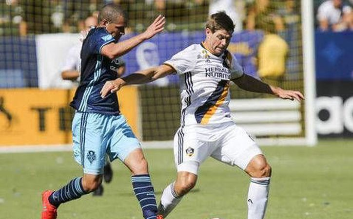 Steven Gerrard externó su deseo de volver a jugar en Europa (EFE)