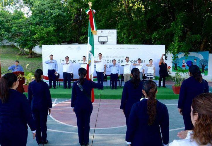 La ceremonia, que se realizó para recibir a los estudiantes, se llevó a cabo en el CREN de Bacalar. (Redacción/SIPSE)