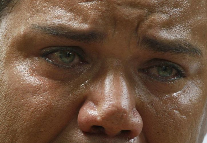 Juan Carlos Soni Bulos llora cuando recuerda la tortura que vivió a manos de elementos de la Marina. (AP/Marco Ugarte)