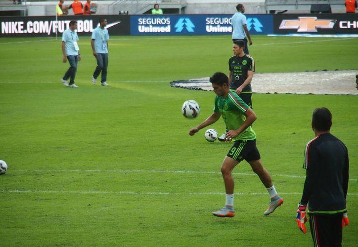 La Selección Mexicana llegó este lunes a Chile, para debutar este viernes en la Copa América. En la foto, práctica del Tri previo al duelo amistoso del domingo ante Brasil. (Notimex)