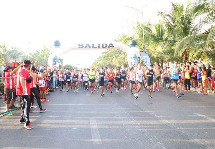 Más de 300 competidores arribaron en el circuito de la avenida Bonampak, en el Malecón Américas. (Raúl Caballero/SIPSE)