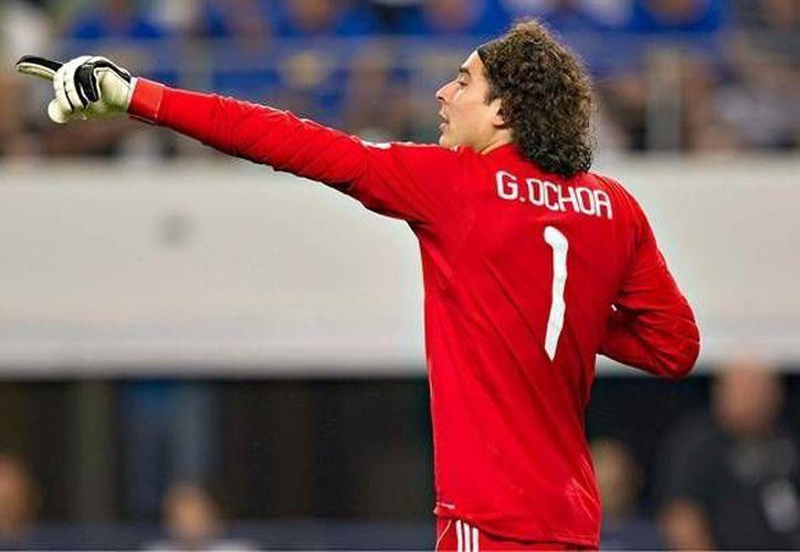 Ochoa resguarda la portería de la oncena de Córcega, que está en la posición 17 de la tabla general. (mediotiempo.com)